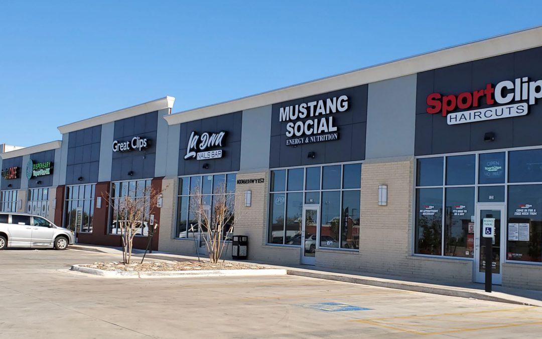 Mustang Plaza